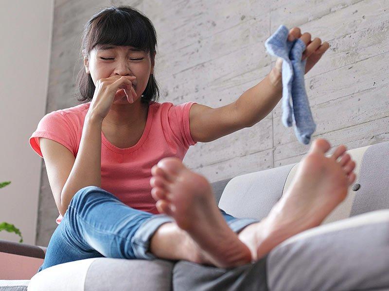 Ayak kokusu neden kaynaklanır? Ayak kokusunu ne giderir?