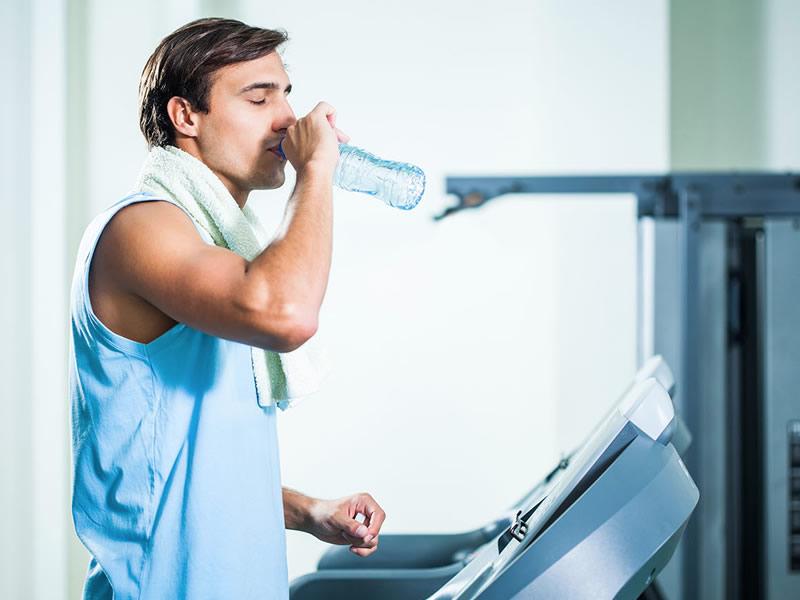 Ayakta su içmenin zararları ve bilimsel açıklaması nedir?