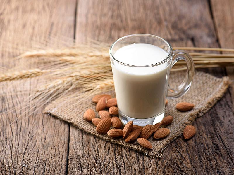 Badem Sütü Nasıl Yapılır? Kalorisi, Faydaları ve Fiyatı