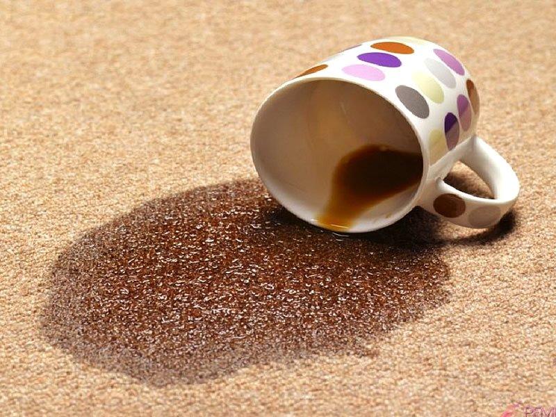 Çay lekesini ne çıkartır? Çay lekesi halıdan nasıl geçer?