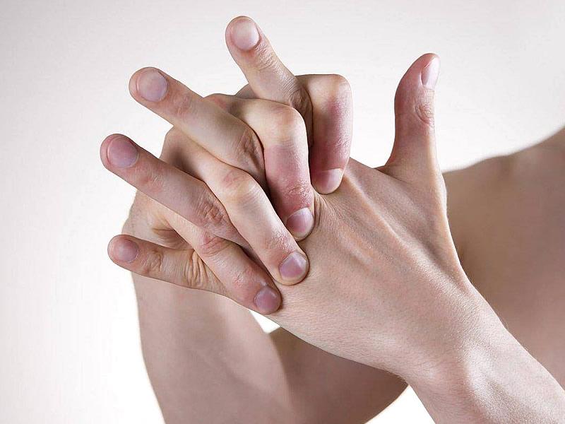 Eklem çıtlamasının sebepleri ve zararları