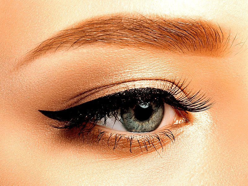 Eyeliner nasıl kolay çekilir? Kalem aylaynır nasıl sürülür?