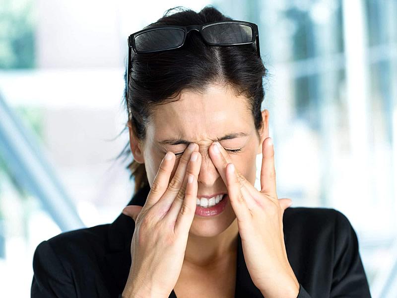 Göz Migreni Nedir? Belirtileri Nelerdir? Neden Olur? Tedavisi Nasıl Yapılır?