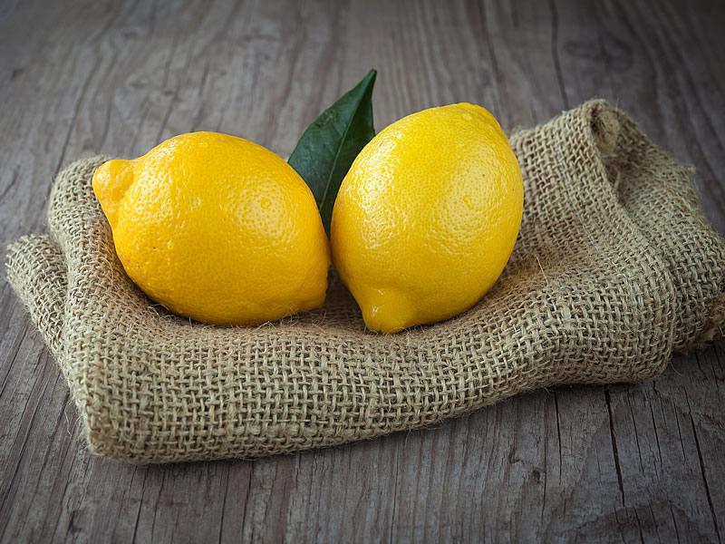 Göze Limon Sıkmak Zararlı mı? İyi Gelir mi?