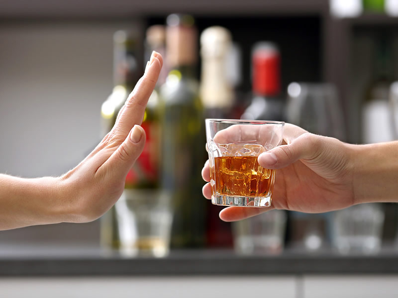 İçkinin Yan Etkileri Nelerdir? Alkolün Beyne ve İnsan Sağlığına Zararları