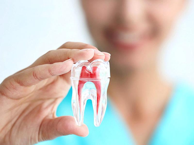 İltihaplı Diş Neden Uyuşmaz? Neden Çekilmez?