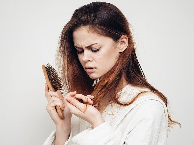 Kadınlarda saç dökülmesi nasıl anlaşılır?