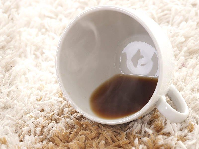 Kahve lekesi halıdan, koltuktan, kumaştan nasıl çıkar?