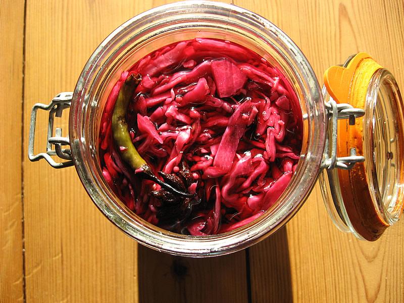 Kırmızı lahana turşusunun ve suyunun kalorisi, faydaları
