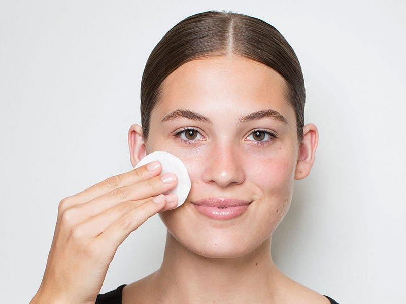 Makyaj temizleme suyu nedir? Nasıl yapılır? Fiyatı ve kullananlar