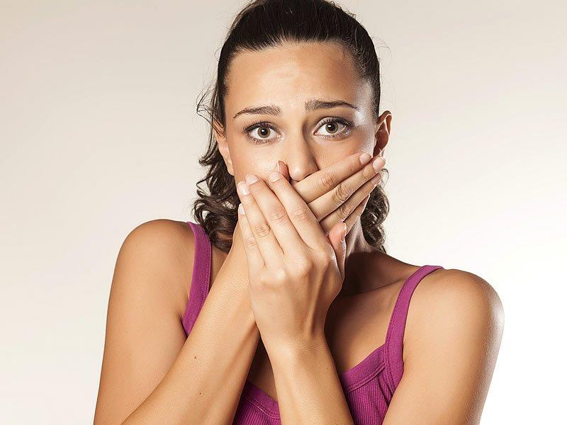 Sigara içenlerde ağız kokusu nasıl giderilir?