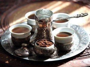 Aç karnına türk kahvesi içmenin faydaları ve zararları?