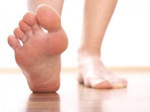 Ayak baş parmağı kemik çıkıntısı ağrısı belirtileri ve ameliyatı
