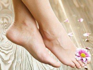 Ayaklar neden kokar? Ayak kokusu nasıl önlenir? Hangi hastalığın belirtisidir?
