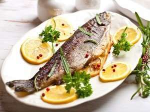 Balık kokusu evden nasıl gider? Evde kokusuz balık pişirmek için ne yapmalı?