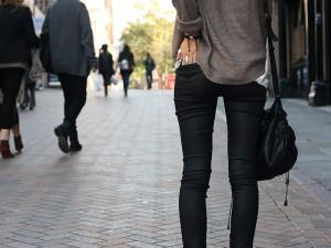 Dar Kıyafet Giymenin Zararları Nelerdir? Dar Pantolon yumurtalıklara Zarar Verir mi?