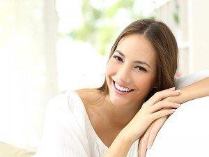 Dişlerin beyaz olması için evde ne yapılmalı?