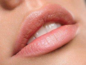 Evde kalıcı dudak dolgunlaştırma