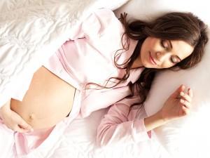 Gebelikte Sırt Üstü Yatmanın Zararları Nelerdir? Bebeğe Zarar Verir mi?