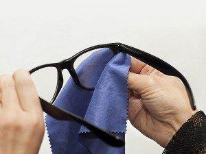 Gözlük camı çizmeden nasıl temizlenir?