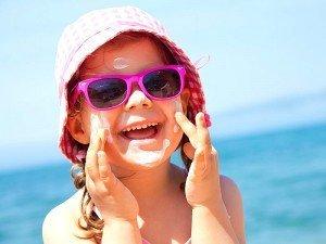 Güneş sütü ve güneş kremi arasındaki fark nedir?