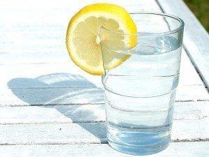 Limon suyu zayıflatırmı? Limon suyunun faydaları ve zararları