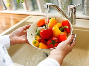 Meyve ve Sebzeler Nasıl Yıkanmalı? Sirkeli Suda Ne Kadar Bekletilir?
