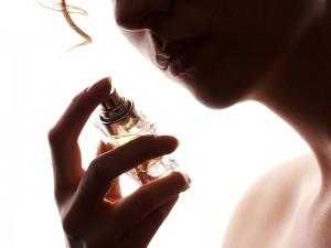 Parfüm Sıkmanın Zararları Nelerdir? Abdesti Bozar mı?