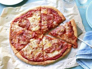 Pizza nasıl yapılır? Evde pizza yapımı ve tarifi