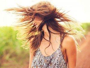 Saç rengini açmak zararlı mı? Saç rengini açmak için neler yapılmalı?