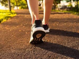 Yürüyüş zayıflatırmı? Zayıflamak için nasıl ve ne kadar yürümeli?