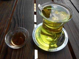 Zafaran çayı zayıflatırmı? Hazırlanışı, kullanımı, faydaları ve zararları