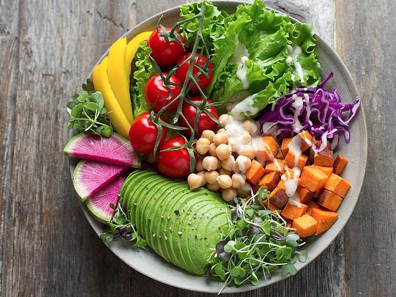Vegan beslenme tablosu sağlıklı mı? Faydaları ve zararları